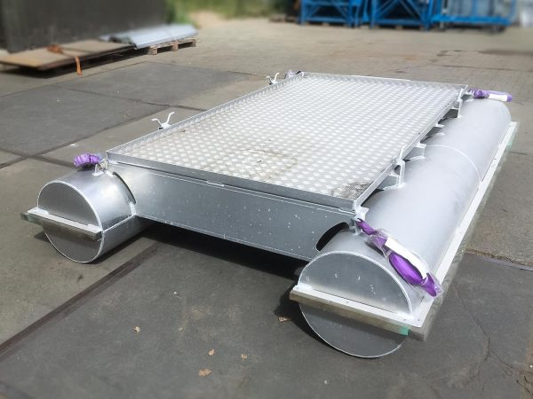 Pontoon, made entirely of aluminum